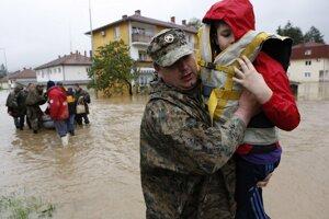 Záplavy v Maglaji neďaleko Sarajeva v Bosne.