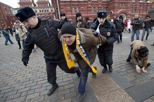 Protiputinovský protest na moskovskom Manéžnom námestí.