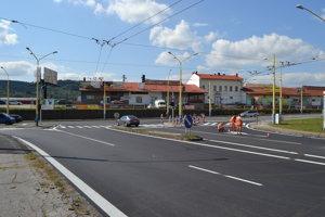 Na križovatke Košická – Východná. Už v lete tam prebehla reorganizácia jazdných pruhov. V súčasnosti je na nej spustené nové signalizačné nastavenie svetelných semaforov.