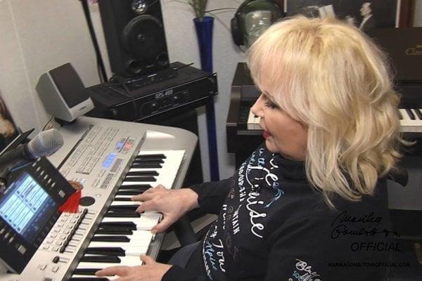 Prípravy na koncert. Jej hity zaspievajú i C. Buckingham, A. Ďurica a E. Drobná.
