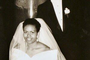 Právnička s elitnými školami ako Princeton a Harvard, ktorá okrem práva študovala aj sociológiu a afro-americké štúdie, zarábala viac ako jej manžel, než sa stal prezidentom. Pracovala už ako právnička vo firme Sidley&Austin, kde stretla Baracka Obamu, vtedajšieho študenta Harvardu a mala ho pod dozorom počas jeho stáže.