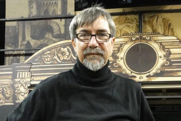 Režisér Jozef Krasula je veľkým milovníkom Vianoc. Zbiera betlehemy.
