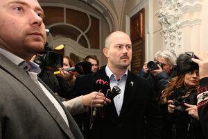 Štáb regionálnej televízie odmietli vpustiť do miestnosti, v ktorej sa zastupiteľstvo konalo.