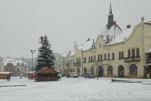 Vianočný stromček na topoľčianskom námestí.