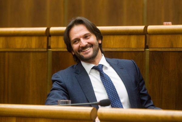 Robert Kaliňák sa rokovania o svojom odvolaní zúčastnil osobne.