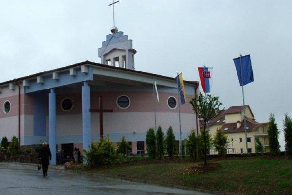 Kostol Svätej rodiny na sídlisku Dargovských hrdinov v Košiciach.