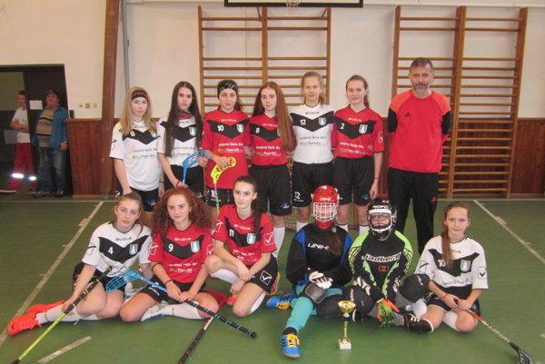 Florbalistky z Belejna turnaji v Žiline.