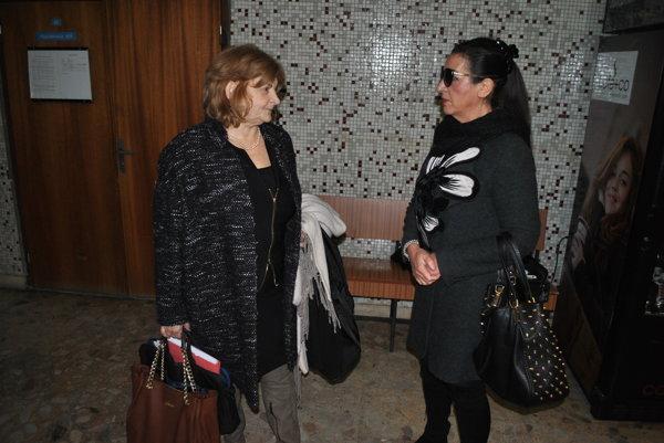 Nora Kabrheľová Mojsejová (vpravo) a jej obhajkyňa Danica Holováčová prišli na súd zbytočne.