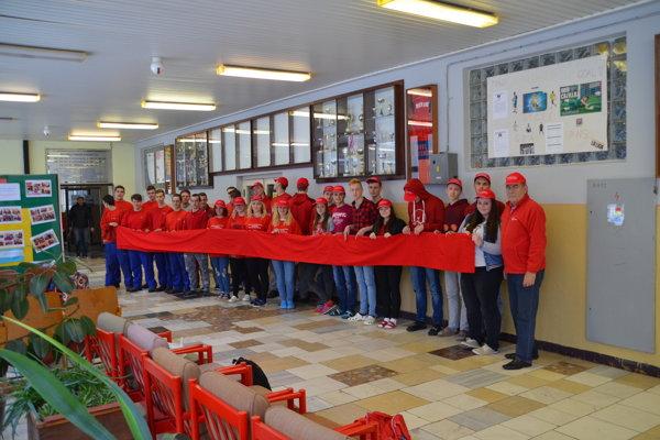 Do kampane 11. ročníka Červené stužky sa zapojila aj SOŠ strojnícka vKysuckom Novom Meste.