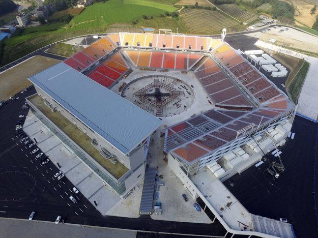 Na snímke pohľad na Olympijský štadión počas príprav v juhokórejskom Pjongčangu.