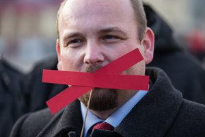 Anton Chromík kampaňuje.