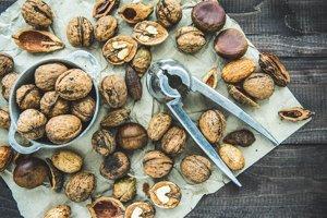 Väčšina orechov, napríklad mandle, kešu a vlašské orechy, obsahujú pomerne vysoké množstvo kalórií, cukrov a zdravých tukov. Energia sa z nich uvoľňuje postupne. Ich antioxidačné látky pomáhajú znižovať oxidačný stres. Vitamíny B a E či minerály zas môžu zvýšiť produkciu energie a znižovať únavu.