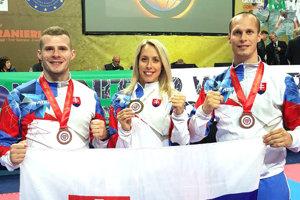 Martina Valentíková spolu sďalšími úspešnými reprezentantmi Slovenska. Vpravo Tomáš Valentík aPeter Zelinka. Obaja skončili sbronzom.