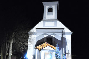 Kostol vOravskom Bielom Potoku. Peniaze použité na jeho výstavbu vraj mali ísť do liptovského Bieleho Potoka.