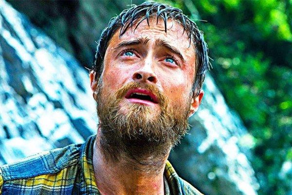 Skutočného dobrodruha Yossiho si zahral Daniel Radcliffe.