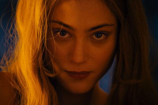 Novú Angeliku hrá Nora Arnezeder.