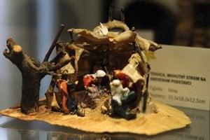 Miniatúrny betlehem od výtvarníka Jozefa Práznovského vystavené v múzeu v Novom Meste nad Váhom.