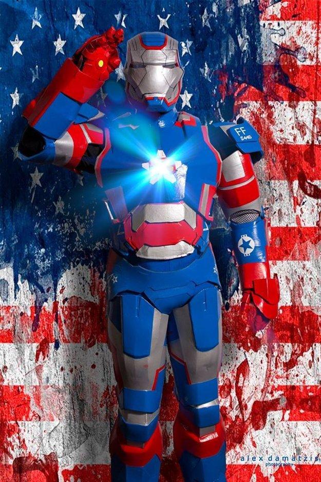 Martin Ziman v kostýme Iron Patriota.