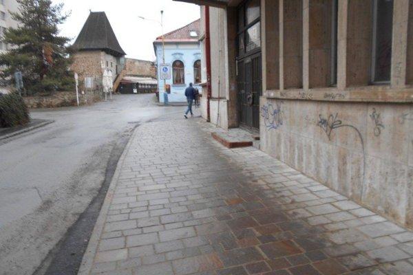 Zrekonštruovaný chodník.