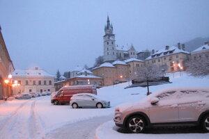 Po teplých a upršaných Vianociach dnes v Kremnici opäť vládne zime.