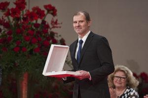 Žurnalista Martin M. Šimečka si prebral štátne vyznamenanie Rad Ľudovíta Štúra I. triedy.