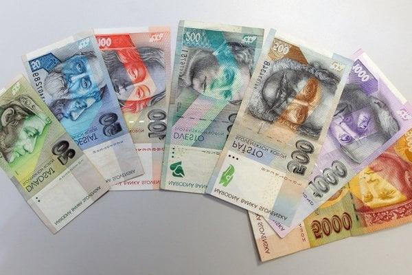 Autorom nových bankoviek bol vynikajúci portrétista Jozef Bubák.