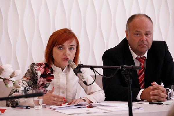 Primátorka Prievidze Katarína Macháčková so svojim zástupcom Ľubošom Maxinom.