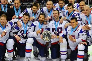 Slovenskí hokejisti po finálovom zápase Rusko - Slovensko, majstrovstiev sveta v ľadovom hokeji 2012 vo Fínsku a Švédsku. Fínsko, Helsinki, 20. máj 2012