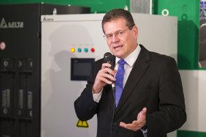 Na snímke podpredseda Európskej komisie Maroš Šefčovič počas tlačovej konferencie pri príležitosti otvorenia GridBooster systému - prvej rýchlo nabíjacej stanice v strednej a východnej Európe v Bratislave.