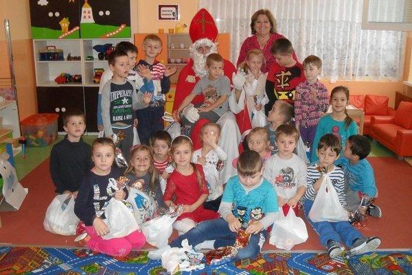 Deti sa s Mikulášom odfotili.