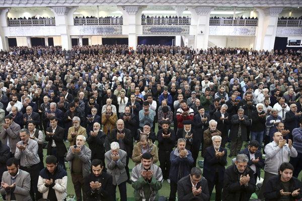 Iránci prisahali vernosť vláde.