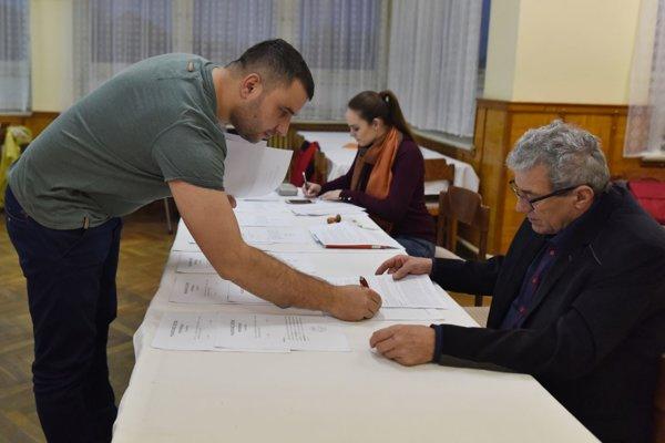 Referendum v Naháči bolo pre nízku účasť neplatné.