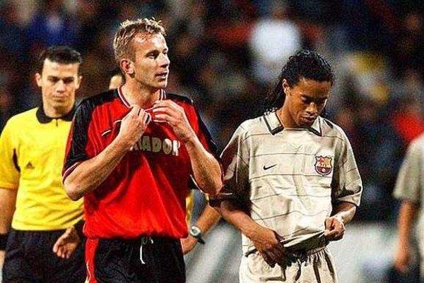 Perniš si mení dres so slávnym Ronaldinhom.