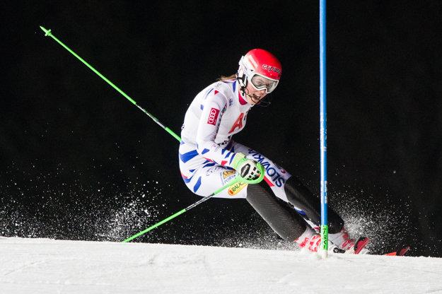 Petra Vlhová počas svojej jazdy vo Flachau, ktorú nedokončila.