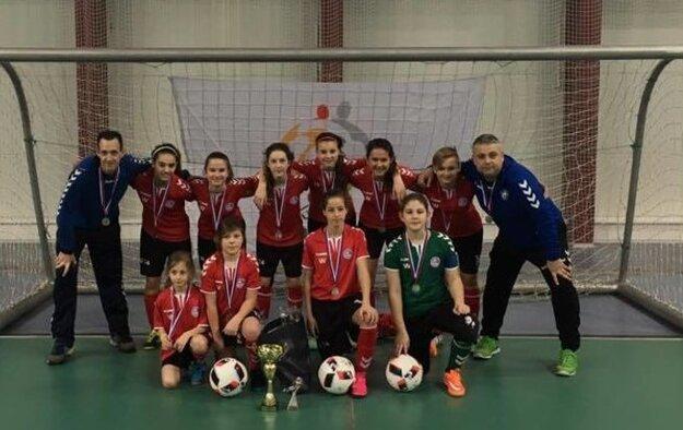 Žiačky FK Senica po úspešných Halových majstrovstvách Slovenska.