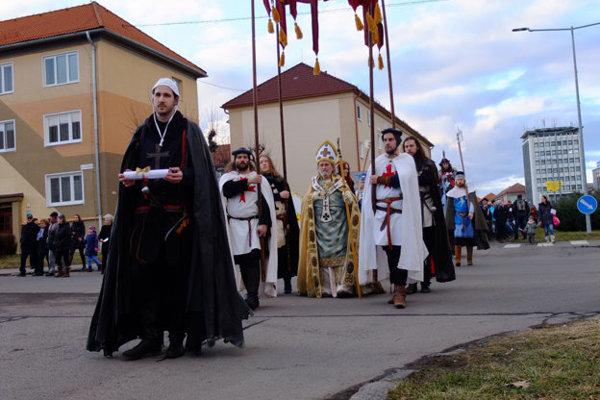 V roku 2016 si v Žiari takto pripomínali 770. výročie udelenia mestských práv Svätému Krížu.  Teraz chystajú monografiu venovanú najmä dejinám mesta.