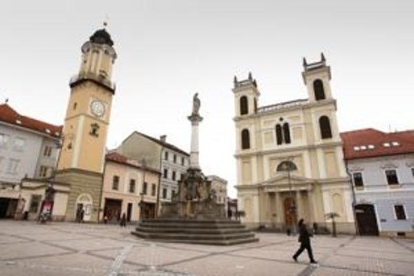 Hodinová veža je jednou z dominánt Banskej Bystrice. Vďaka svojmu naklonenému tvaru je pre turistov ešte viac príťažlivá.