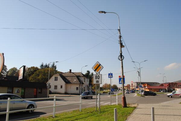 Rekonštrukcia verejného osvetlenia znamená aj prisvetlenie priechodov pre chodcov.