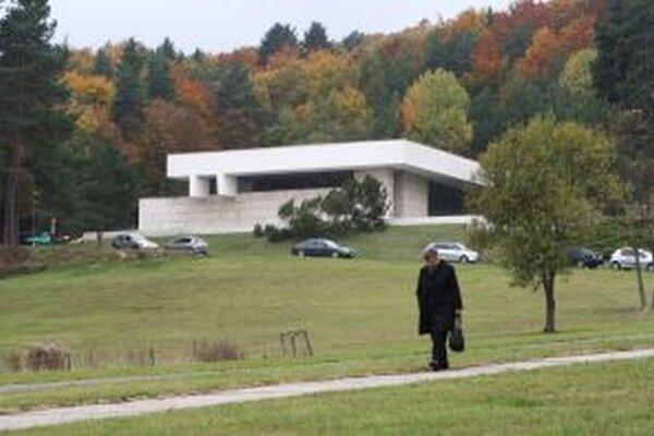 Linka chýba aj tým, ktorí sa chcú dostať dopoludnia na obrady do krematória