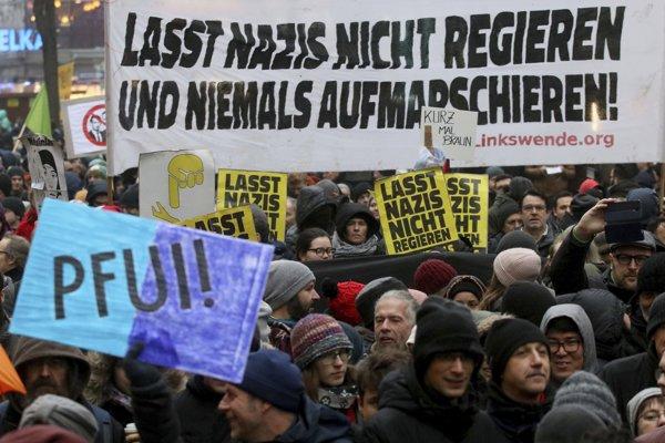 Tisíce ľudí protestuje proti novej rakúskej vláde.