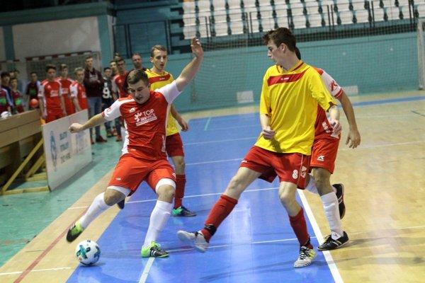MY Nitrianske noviny a ObFZ Nitra organizujú halové turnaje pre futbalovú mládež, aktuálne sú v akcii dorastenci.