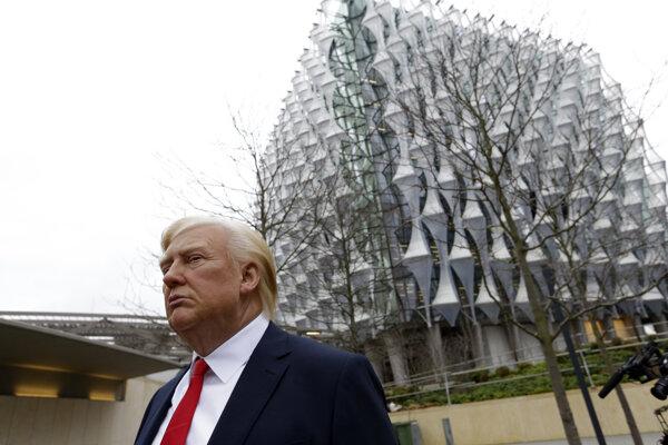 Rozhodnutie amerického prezidenta Donalda Trumpa o zrušení návštevy Londýna súvisí s otvorením nového amerického veľvyslanectva.