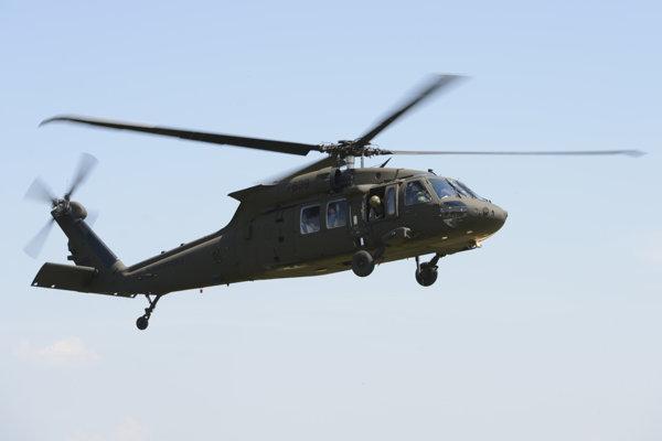Na palube vrtuľníka bolo v čase nehody desať ľudí.