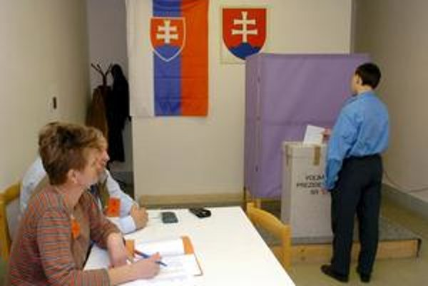Po prezidentských voľbách sú volebné miestnosti otvorené opäť.