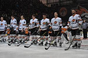 Hokejisti Dukly nepokrstili vynovený štadión víťazstvom, Skalici tesne podľahli.