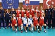 Sofia prvá zľava v dolnom rade. Kristína Laučíková v hornom rade s číslom 16.