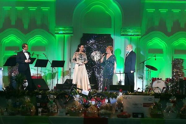 Reprezentačný ples mesta Lučenec otvorila primátoka Alexandra Pivková so speváčkou Sisou Lelkes Sklovskou.