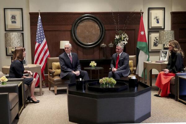 Americký viceprezident Mike Pence a jordánsky kráľ Abdalláh II.