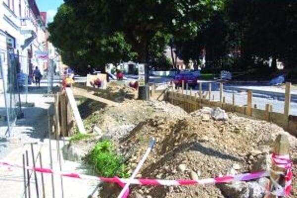 Hlavné práce na rekonštrukcii chcú stihnúť do konca októbra.
