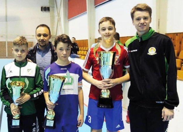 Pred rokom sa z prvenstva tešili nádeje FC Videoton. Na snímke vľavo vzadu Ronald Kontár.
